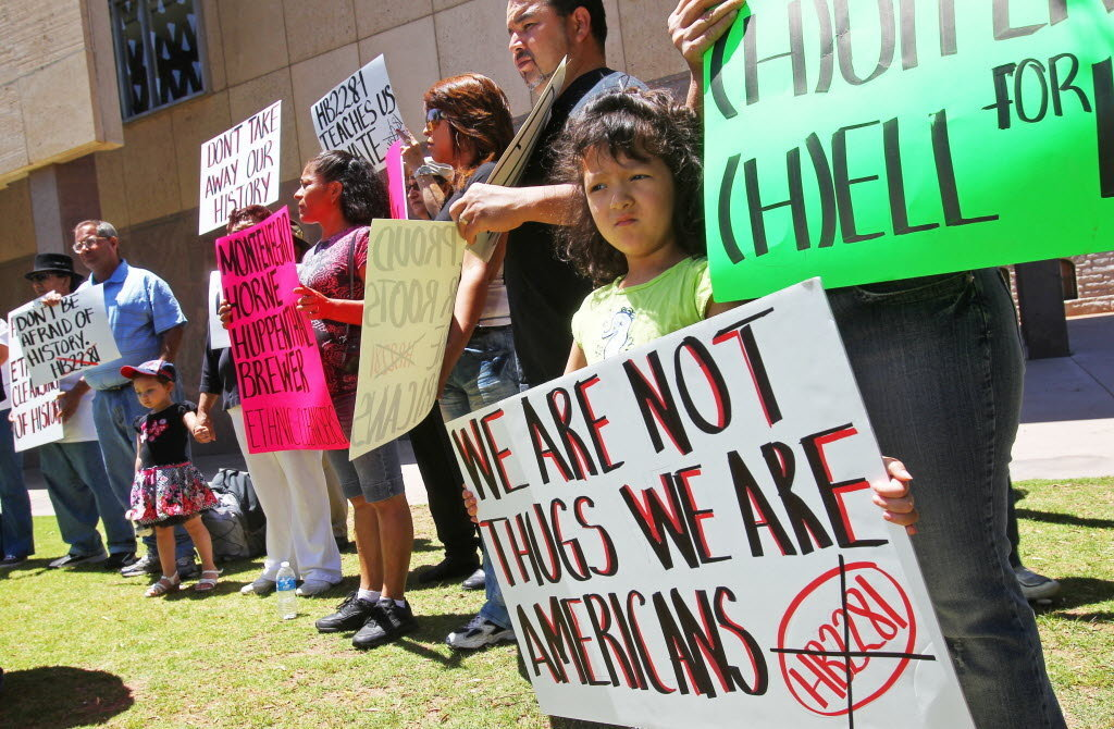 arizonas immigration law In april 2010, arizona enacted two laws addressing immigration, sb 1070 and hb 2162 these laws added new state requirements, crimes and penalties related to enforcement of immigration laws and were to become effective on july 29, 2010 before the laws could go into effect, the us department of.