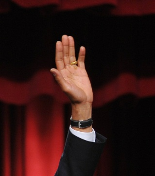 [Image: OBAMA-RING-wh-photo-IN-CAIRO-JUNE-2009-hand-closeup.jpg]