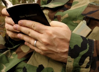 Soldier_with_Bible