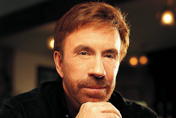 Chuck Norris flexes sp...