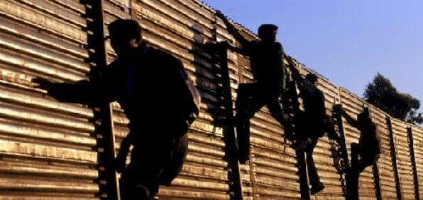 illegals_climb_fence