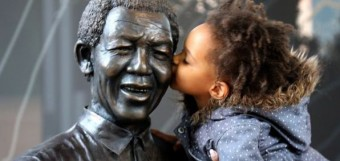 mandela-memorial-girl-kissing