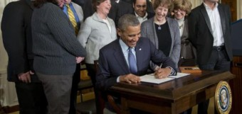 obama-signs-overtime-pay