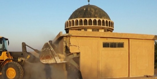 ISIS recent demolition of a mosque in Iraq / Photo: ArtNet via Twitter
