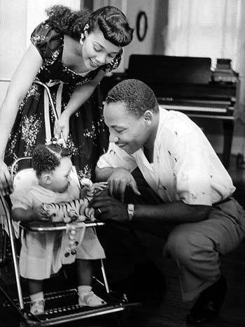 Martin Luther King Jr. and family (Photo: AOL CDN)
