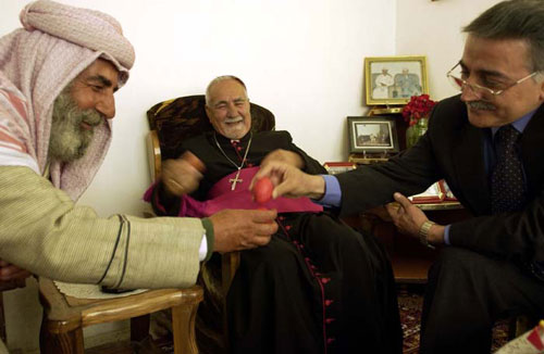 Christians and Yazidis in happier times / Zinda Magazine 2002