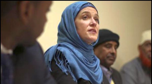 Minneapolis Mayor Betsy Hodges showed up for a meeting with Somali Muslims in a hijab in April 2014.