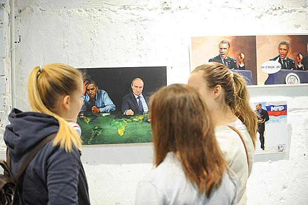 obama-putin-artwork-globe-600