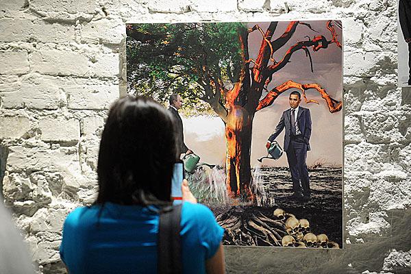 obama-putin-artwork-tree-600