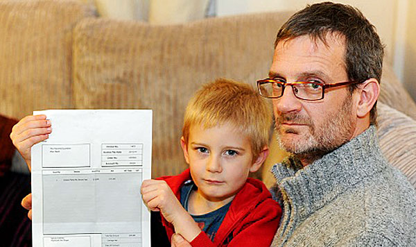 Alex Nash, 5, and his dad Derek (courtesy the Plymouth Herald)