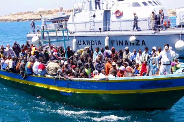 italy-immigrants-boat