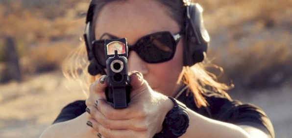woman_with_gun