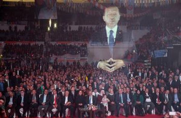 Turkish President Erdogan makes eerie presence at party convention 2014