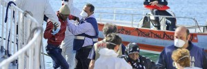 boat-capsized-migrants-rescue-600