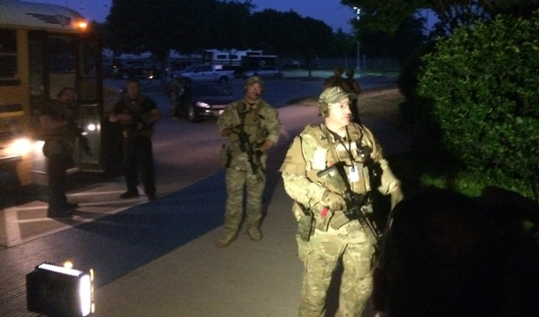 Garland SWAT officers prepare to evacuate 'Draw Muhammad' attendees (WND photo)