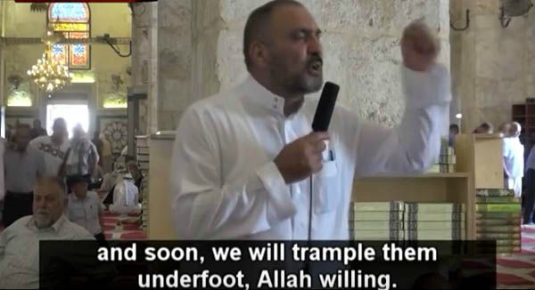 Sheikh Muhammad Ayed, a top Islamic cleric, gave a speech at the Al-Aqsa Mosque in Jerusalem commanding migrants heading to Europe to breed in overwhelming numbers. (Image: YouTube, MEMRI-TV)
