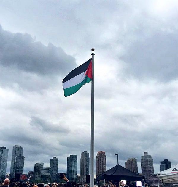 The Palestinian flag is raised at U.N. headquarters on Sept. 30 (Photo: Twitter/Karel van Oosterom)
