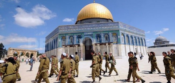 Israeli soldiers patrol the Temple Mount in Jerusalem