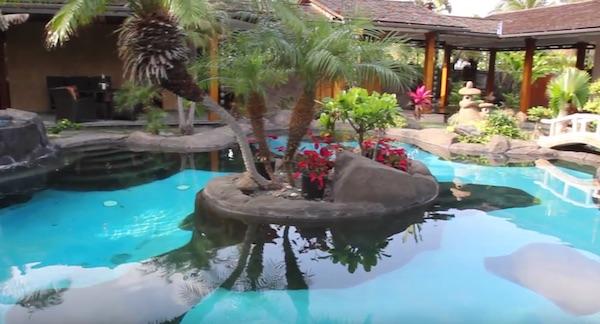 Obama Rents Tropical Palace For Hawaiian Christmas