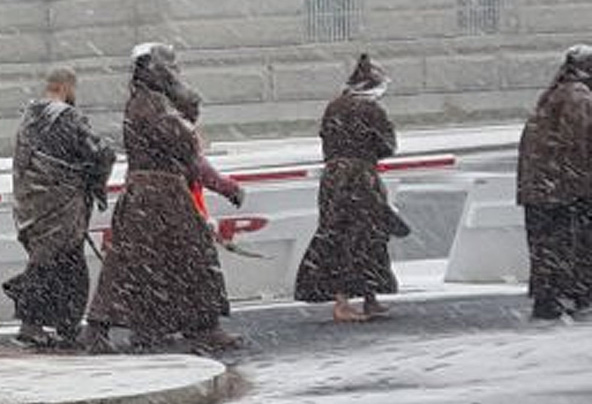 Barefoot monks (front) march in 2016 March for Life (Photo: Twitter/Jeannette Niezgodski)