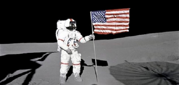 moon_astronaut