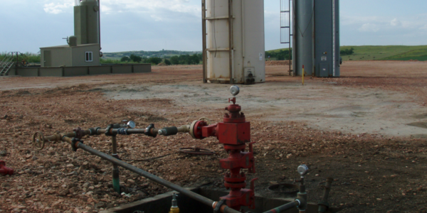A well head sticks out of the ground after hydraulic fracking equipment is removed. (Credit: Wikipedia)