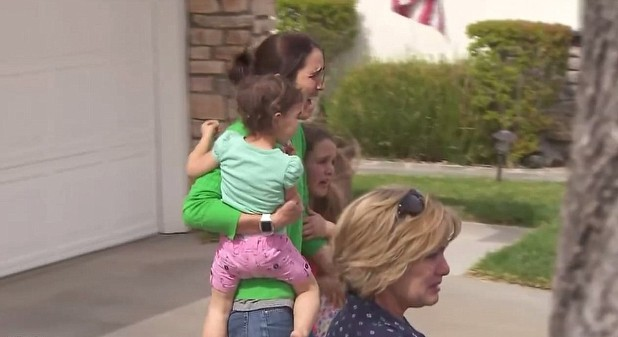 Lexi and her mother (KTLA screenshot)