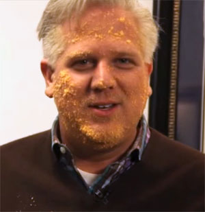 Radio host Glenn Beck smothers face in Cheetos to look like GOP front-runner Donald Trump (Photo: screenshot)