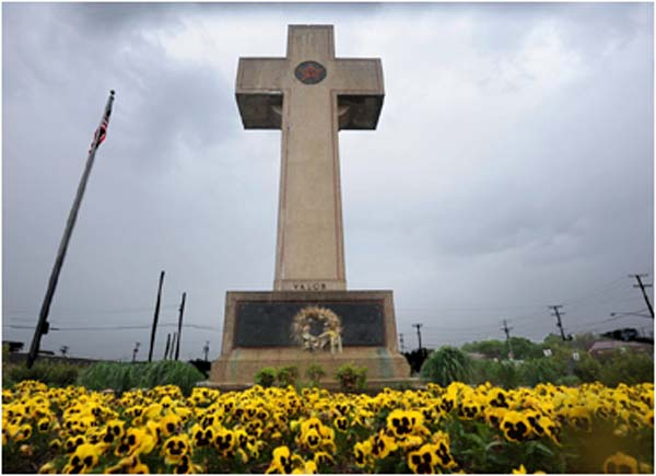 Towering cross-shaped monument on public land is unconstitutional, court rules