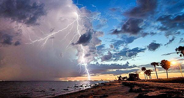 Beach And Ocean Storm: Lightning Kills Woman On Florida Beach