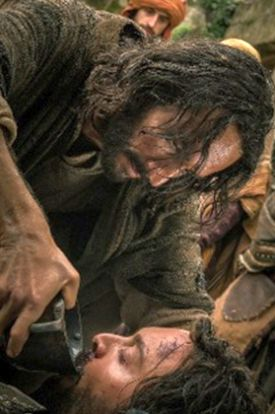 "Jesus (Rodrigo Santoro) gives water to slave ""Ben-Hur"" (Jack Huston)"