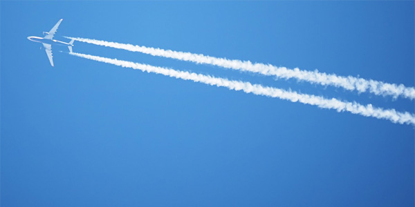 Contrails, or condensation trails, are left in the sky behind jet aircraft (Photo: Twitter)