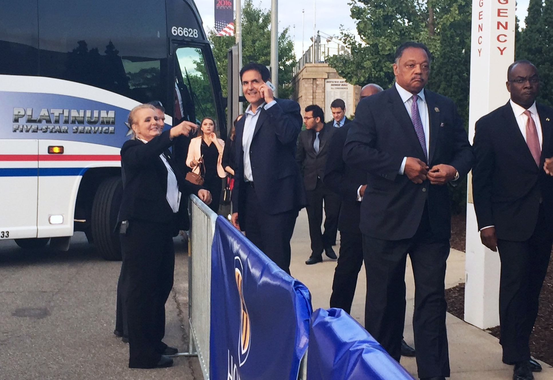 At the first presidential debate, billionaire Mark Cuban exits a bus at Hofstra University alongside Jesse Jackson (Photo: Twitter/Jennifer Griffin)