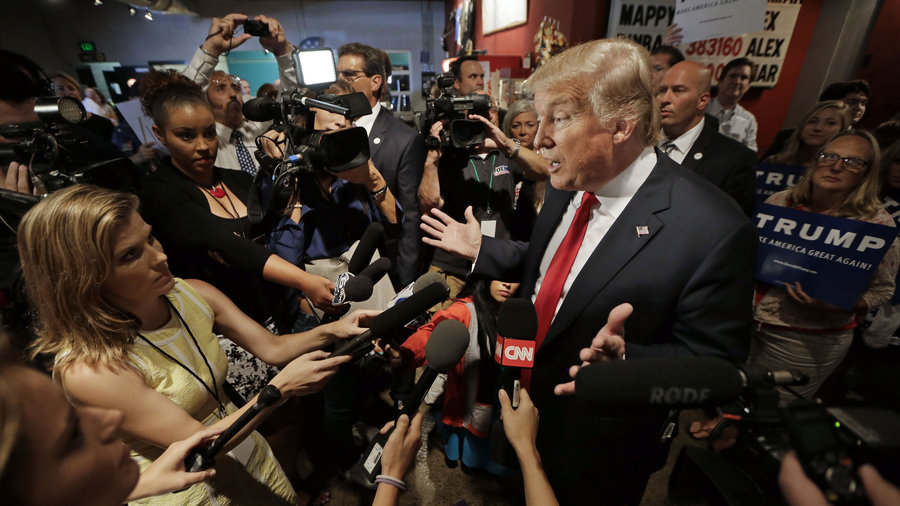 Trump-and-reporters.jpg