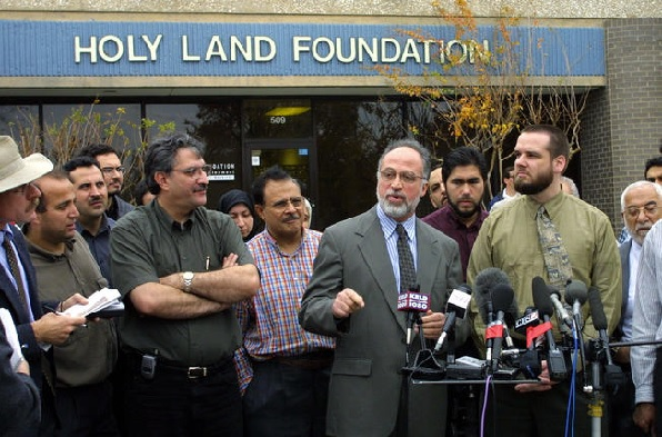 Ghassan Elashi, CEO of the Holy Land Foundation, speaks to the news media during a news conference December 5, 2001 in Richardson, Texas.