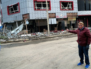 William J Murray points to destroyed business in Christian town of Qaraqosh, Iraq (Photo: Religious Freedom Coalition)