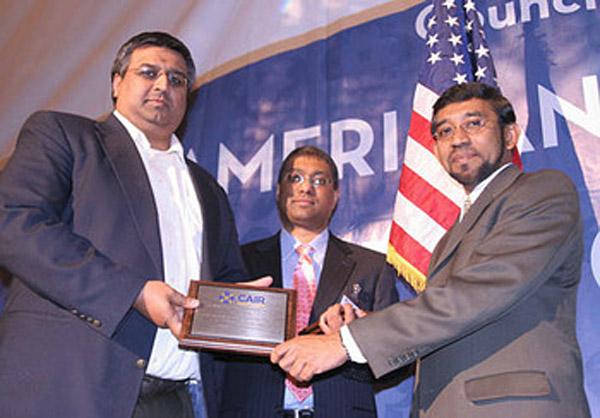 Muzzammil Hassan receives award from CAIR-PA Chairman Iftekhar Hussain and CAIR National Chairman Parvez Ahmed. (photo: CAIR-PA)