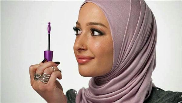 CoverGirl Nura Afia