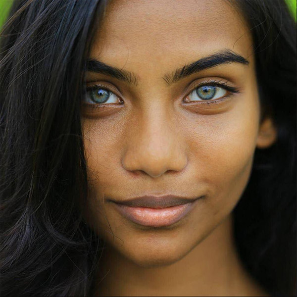 Rauda Athif was known as the 'Maldivian Girl With Aqua Blue Eyes' after the photographer Sotti took striking photographs of the model (Photo: Twitter)