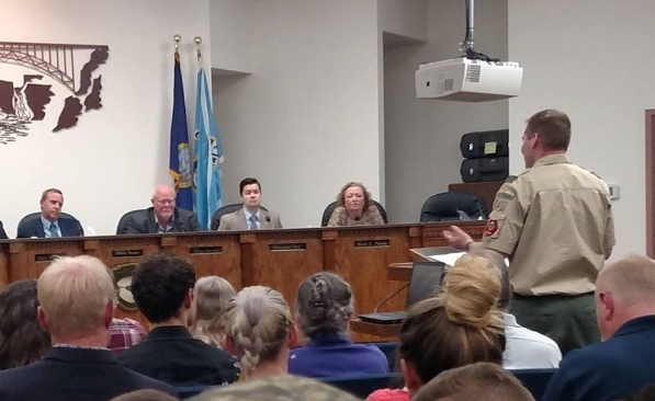 Dr. Crandall addresses Twin Falls City Council in support of refugees at its April 10, 2017 meeting.