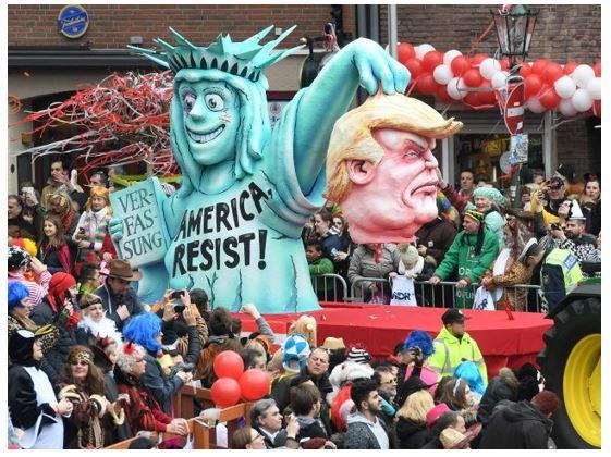 TrumpStatueLiberty