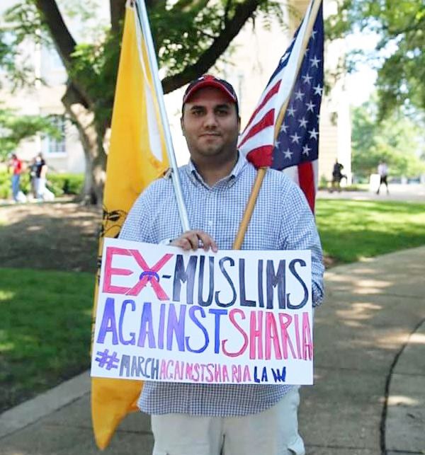 Man attending 'March Against Shariah' rally carries sign that says: 'Ex-Muslims against Sharia' (Photo: Twitter)