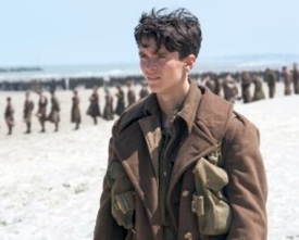 Soldiers at Dunkirk beach await evacuation Copyright © 2017 Warner Bros. All rights reservedPhoto: Melinda Sue Gordon