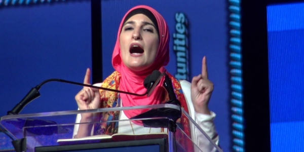Linda Sarsour speaking at the ISNA convention.