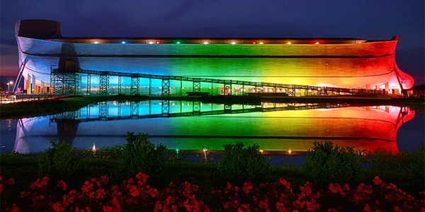 Ken Ham, founder of the Ark Encounter, the massive reproduction in Kentucky of the biblical Noah's Ark, announced on Twitter that the ark will be lit with a massive rainbow every evening (Photo: Twitter/Ken Ham)
