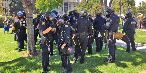 Berkeley, California, police put on gas masks at an Aug. 27 protest that turned violent (Photo: Twitter)