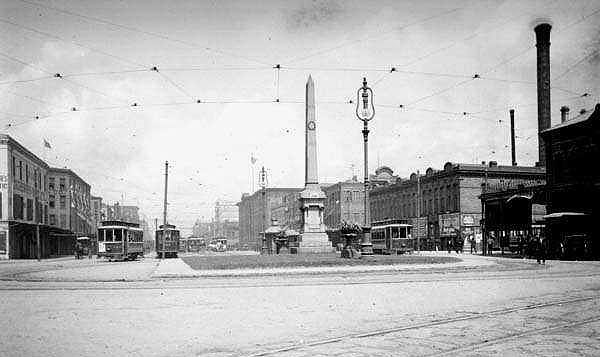 "The ""Battle of Liberty Place"" monument in New Orleans in 1906"