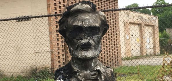 A bust of Abraham Lincoln has been torched in West Englewood (Photo: Twitter)