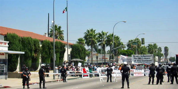 Mexican flag raised at Maywood, California, post office in August 2006