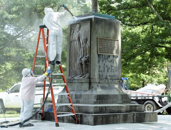 'Black Lives Matter' graffiti is removed from the 'Silent Sam' monument in 2015 (Photo: UNC Daily Tarheel)